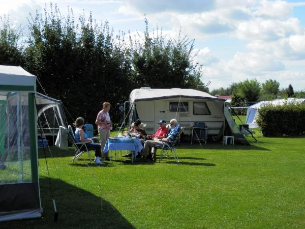 Vakantieplaatsen op klein veld NL-kamperen