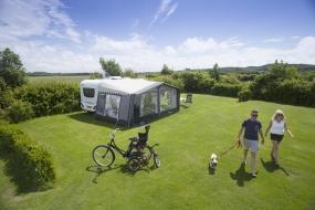 Comfortplaatsen Veld 3 met duinzicht NL-kamperen